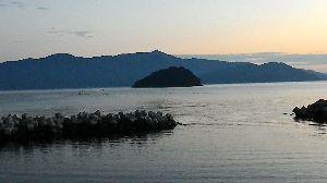 手漕ぎボート釣りの情報交換しませんか?  ご無沙汰していました。KRです。  11月6日にいつもの小浜湾蒼島島の横に浮かんできました。撒き餌
