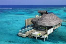 ラ・ラ・ラ♪水上コテージ♪ラ・ラ・ラ 水上コテージいいですね。 例えば、タヒチ・ボラボラ島? うわ、ツアーにしてもお高い。 でも、いいなあ