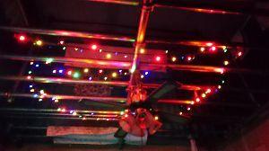 建設現場の掲示板 クリスマスイブですが切り餅の袋詰めが安く売ってたんで、買って来て焼いて食べました。 そう言えばここ数