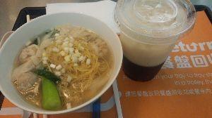 占い師naniwaの雑談・雑談・雑談(当たるも八卦♪) ええ、、、と、、ええ、、と、、 ナニワさんにはこの蝦ワンタン麺と紅豆水をお届けします。 紅豆水はおし