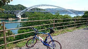 しまなみ海道!走破にむけて^^/ 大三島から次の島、伯方島へ渡る橋が、大三島橋です^^/ アーチ式の橋 です^^/