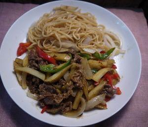 今夜のおかず 牛肉とジャガイモの中華カレー炒め 材料(2 人分) 牛肉(薄切り