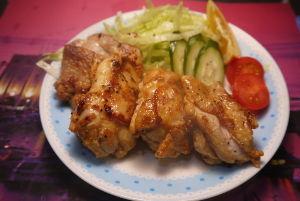 今夜のおかず タンドリーチキン 材料 (2人分) 鶏もも肉 2枚(約500g) トマト 1/2個  きゅうり 1/