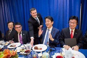 998407 - 日経平均株価 21日 日米韓首脳会議が行われていた。 トランプ大統領は、サプライズを用意 ハッピーバースデー・シン