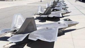 998407 - 日経平均株価 米メディアは14日、米空軍のステルス戦闘機F22がハリケーンの被害を受け、少なくとも17機が大破した