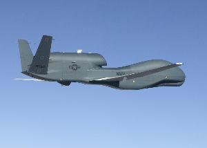 998407 - 日経平均株価 トランプ米大統領は18日、ホルムズ海峡近くで米海軍の強襲揚陸艦「ボクサー」に接近したイランの無人機を