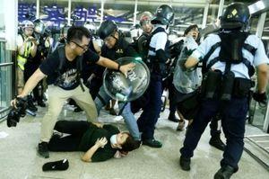 998407 - 日経平均株価 暴行は 宮崎容疑者、、、 だけじゃない  香港  警察