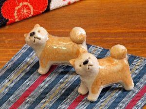 998407 - 日経平均株価 山口県の温泉宿での夕食、女将さんが用意した 秋田犬の箸置き、プーチンは一目惚れ 食後無断で持ち帰った
