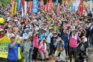 998407 - 日経平均株価 県民が団結し続ける限り新基地を許さない。心折れることなく、屈することなく、闘い続けよう」と訴えた。