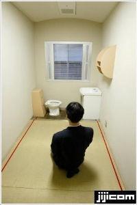 小池百合子・東京都知事 背任罪 シッカリ反省 ゴ~ンさん ・・  小菅の東京拘置所 個室は3畳間  差し入れ等はまだ出来ない