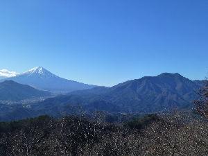 登山仲間を見つけよう! 【高川山からの富士山】 2015年12月19日(土)高川山頂上からの富士山と三つ峠山の写真です。 3