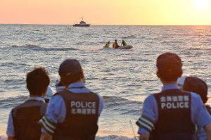 9176 - 佐渡汽船(株)        ■今日は運休! 佐渡に行っても、帰ってこれない!  もし、浸水して、沈んだら 子供や老