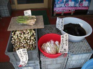 春の山菜が待ち遠しい、秋のキノコも。 山菜の販売。(弘前市:岩木町)