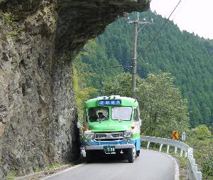 一枚の写真の思い出~。 祖谷一帯をめぐるおすすめツアー 定期観光バス「秘境の旅」 レトロかわいいボンネットバスで、祖谷周辺の