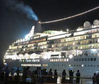 一枚の写真の思い出~。 小松島市の徳島小松島港金磯岸壁に19日、日本最大の豪華客船「飛鳥Ⅱ」(5万142トン)が一時寄港し、