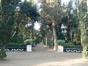 旅 暮らし なんでもお話ししませんか。 美術館が開くまで、この公園で散歩をしていました。                        すま