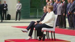 投資と投機 独 メルケル首相 着席したまま式典出席 体の震え抑えるためか  2019年7月12日 1時05分