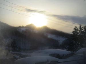 ヘボ俳句で仲間に~・ 雪おろし 夕陽落ちるまで 終え嬉し  https://blogs.yahoo.co.jp/kurom