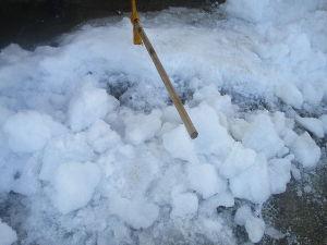 ヘボ俳句で仲間に~・ 雪の下 氷になって 割る苦労  雪片付けだけではありません>:< https://blogs.yah