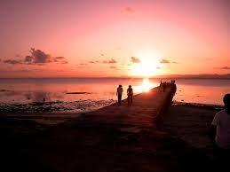 沖縄・石垣・八重山諸島へ 西桟橋   夕日の美しい50mほどの桟橋 竹富島には「東桟橋」と「西桟橋」があり、「西桟橋」はコンク