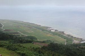 沖縄・石垣・八重山諸島へ 比屋定バンタ   ハングライダーのフライトエリアとして人気  島の北東部の一周道路沿い、比屋定集落か