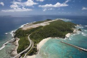 沖縄・石垣・八重山諸島へ 外地島   ケラマ空港のある無人島 慶良間諸島で唯一、有人島と繋がった無人島で、「ケラマ空港」があり