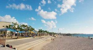 沖縄・石垣・八重山諸島へ 那覇市街地からも近い人口ビーチ  野球場や屋外劇場を含む「ぎのわん海浜公園」内にある、那覇市街地から