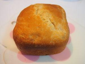 嘘でかためられた俺の人生 久し振りにホームベーカリーでパンを焼きました。 電気に依存してます。 なんか、若干、小さい。