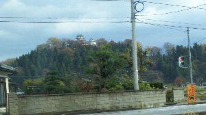 どこか行きたい・・・・ 帰りに写真と同じ方向からの城が見えたのでカメラにおさめてみました。 高校でスキー部だった私は、毎日ト