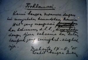三浦雄一郎氏 80歳の最高齢で世界最高峰到達・・!! ■皇紀で記されたインドネシア独立宣言■  インドネシアの10万ルピア札にスカルノとハッタの肖像画の中