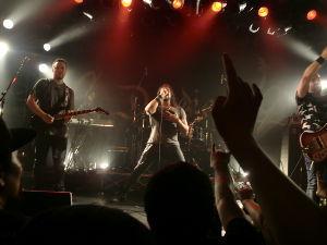 本音のぼやき こんにちは。 昨夜は押しバンドのライブを観てきました。 本当によかったです。 感動で泣きそうになりま