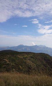 九州 大分発 山歩きしています。 雲の多い本日、午前中だけのトレッキングのつもりでない俵山に登ってきました。 登山口は、沢山の風車が回