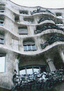 のんびりと50代 ガウデイが建築された、カサ・ミラ  世界遺産に登録されています。
