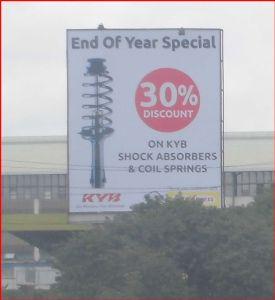 ケニヤでサファリ 年スペシシャルセールが終わるぞ! と、 いう意味でしょうか。  ショックアブソーバーなどが 30%割