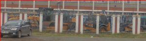 ケニヤでサファリ まだまだ 開発整備しなければならない所は 多いように思えます。  重機群は そういうために 此処にス