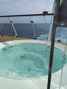 Hyggeなところ。 ただいま! 昨日は一日船の中なので、船尾の有料スペースでジャグジーとお昼寝。 ここは空いてて、ゆっく