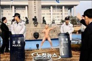 朝鮮 何でもランキング >パク大統領に関係改善の努力を求める声が6割近くに上りました。  ジュワンさんとはまたえらい違いです