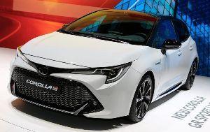 7203 - トヨタ自動車(株) カローラスポーツ GRスポーツ。 前月発売されたC-HR GRスポーツよりも実用性が高くて遥かに良い
