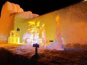岩手県内でゲレンデに立っている中高年スキーヤーの暖話室 6日から温泉宿に三泊し、7日と8日の二日間共 網張スキー場に行って来ました。 7日は、まあまあの天候