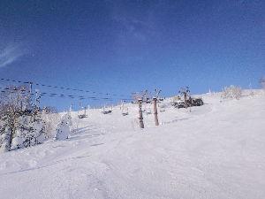 岩手県内でゲレンデに立っている中高年スキーヤーの暖話室 予定どおり29日から30日にかけて、網張と安比に行って来ました。 一日目の網張は午後からの滑りでした