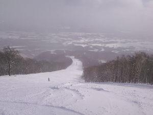 岩手県内でゲレンデに立っている中高年スキーヤーの暖話室 どもども・・・雪さん。こんばんわ。 ようやく初滑りに行ってきました。二泊三日でスキー&温泉です。
