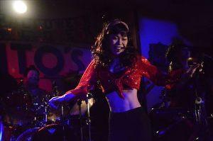 横浜ケントスに ご一緒していただける 女性を募集します。 山本リンダ (笑)