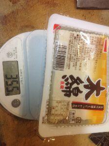 2820 - (株)やまみ 本日購入の豆腐2。  荒らして申し訳ないが、、、豆腐の内容量って、水込みの量? ちなみに、開封後水は