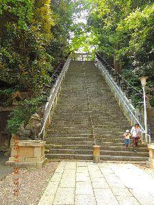 年金生活楽しくするコツ教えて  油揚げ❔、愛宕神社の石段写真をアップです。