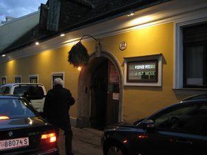 ハイリゲンシュタッドで新ワインを! コメント来そうにないですなぁ。  オーストリアは結構マイナーなイメージでしょうか。。 ヨーロッパの中