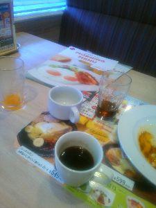 ☆日刊アデチン☆ 独りで。。できるもん♪ ドリンクバーたくさん飲んだ。 お腹カポカポ
