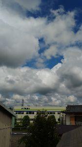 息抜きしませんか? ひろさん、今日は久々に青空が出ました、今は曇ってきましたが!そうですCL72です、 リアンママ?ニコ