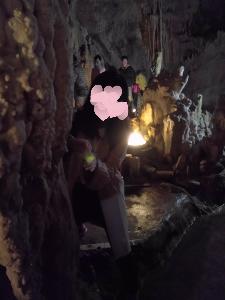 Happyな取引 観光は 私 鍾乳洞だけ…ただ 私に何か写ってしまって。手の間に 緑の玉があるの。