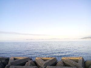 なごみの郷 とれてのは隣町なんよ~ 山高いでしょ! 隣は空き地で草生え放題⤵︎ ︎ 海までは5分くらいかなぁ~