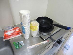 数人のための繋ぎスレ 10月13日(日) 楽天vs オリックス 4-10 ウィクリーマンションには電気コンロの台所あり。鍋を持ち込んでおくと何かと便利だ。その下の冷蔵庫は一見